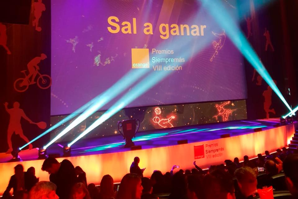 Conexión ganador en los premios Siempremás de Orange.